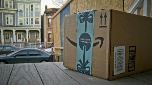 Cảnh sát Mỹ dùng gói hàng Amazon giả cài GPS để bắt trộm