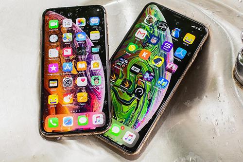 iPhone XS Max 2019 có thể dùng tấm nền mới, giá rẻ hơn. Ảnh: Cnet.