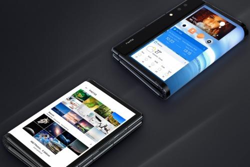 Smartphone màn hình gập đôi đầu tiên thế giới có giá 1.300 USD