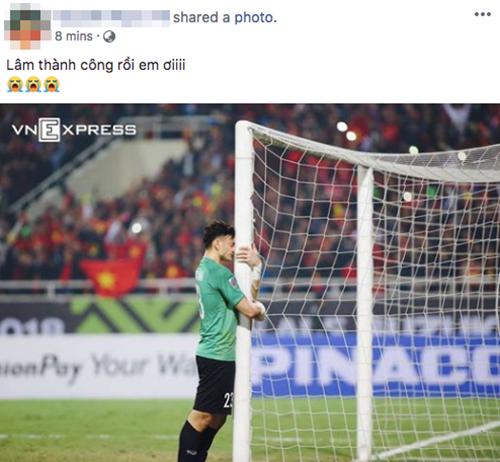 Không ít lời khen dành cho thủ môn Đặng Văn Lâm, người đã có nhiều pha cản phá xuất sắc góp phần đưa Việt Nam tới cúp vô địch.