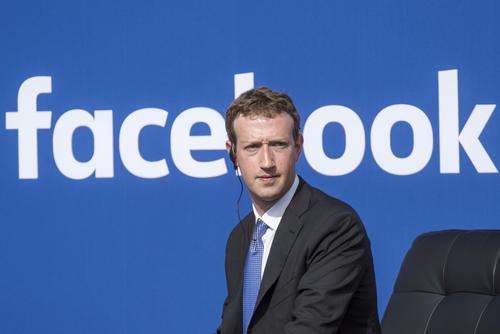 Mark Zuckerberg và Facebook có một năm khó khăn. Ảnh: New York Times