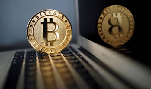 Giá Bitcoin giảm hơn 80% chỉ trong 12 tháng. Ảnh: Reuters