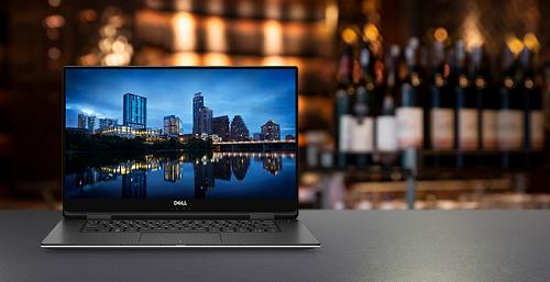 Dell XPS 15 9575 sở hữu màn hình có độ phân giải 4K UHD.