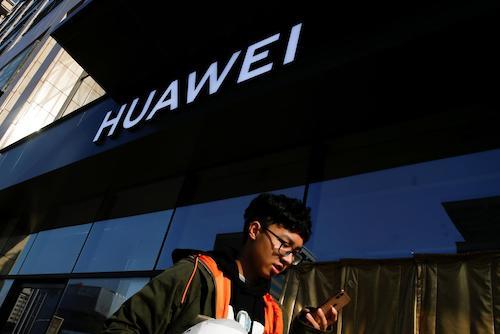 Doanh thu của Huawei dự kiến tiếp tục tăng trong 2019, bất chấp lệnh cấm từ Mỹ và đồng minh. Ảnh: Reuters.