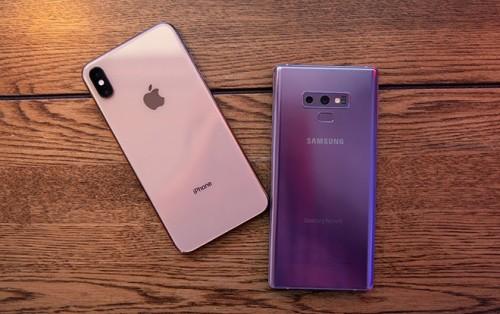 iPhone XS và Galaxy Note9 đều có giá cao, trên 20 triệu đồng tại Việt Nam.