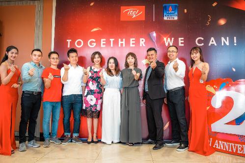 Đội ngũ Itel Việt Nam và toàn cầu tại sự kiện kỷ niệm hainăm.