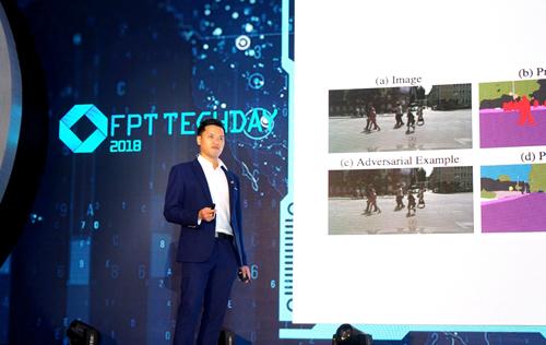 Anh Đặng Hoàng Vũ chia sẻ tại một sự kiện công nghệ.