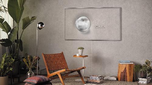 Q7F 2018 ứng dụng chức năng Ambient Mode, biến hóa thành tranh treo tường.