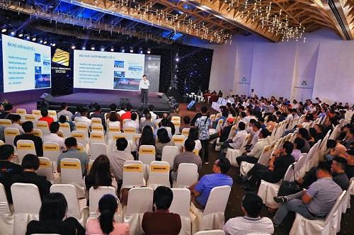 Vị tiến sĩ chia sẻ nhiều bài học kinh nghiệm trong quá trình khởi nghiệp với blockchain. Ảnh: Thành Nguyễn.