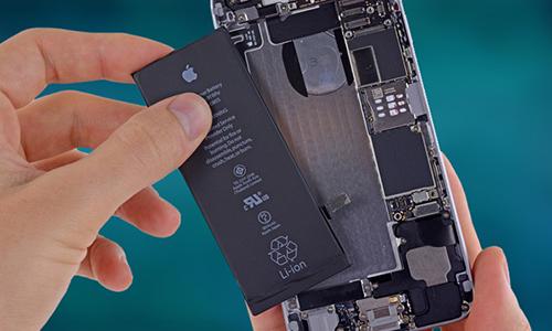 Nhu cầu nâng cấp iPhone của khách hàng giảm sau khithay pin cho thiết bị cũ. Ảnh: PCMag.