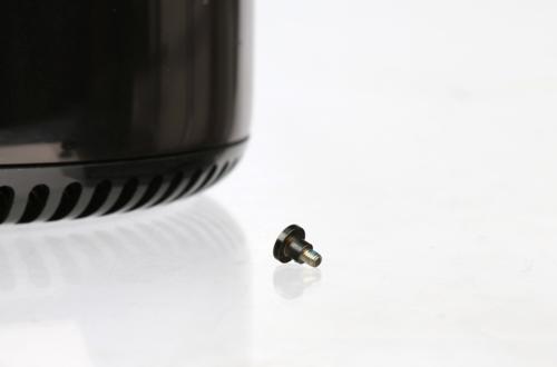 Một con ốc vít từ phiên bản Mac Pro cuối năm 2013. Ảnh NYTimes