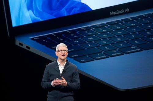 Tim Cook đã giúp Apple hoàn thiện dây chuyền sản xuất ở nước ngoài, từ năm 2014. Ảnh NYTimes