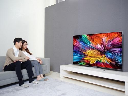 Tấm nền IPS giúp màu sắc trên TV sống động và góc nhìn rộng hơn.