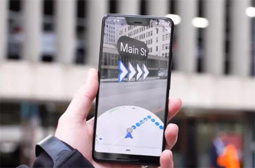 Giao diện dẫn đường bằng AR trên Google Maps. Ảnh: WSJ