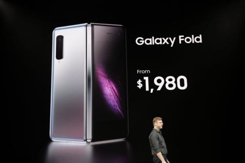 Giá bán đắt gấp đôi đến gấp rưỡi smartphone thông thường của Galaxy Fold.