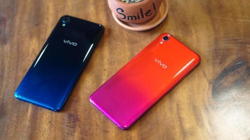 Giá bán chính thức Vivo Y91C sẽ được Thế Giới Di Động - đơn vị bán độc quyền smartphone nàycông bố vào ngày 1/3. Tuy nhiên, model này được đồn đoán chưa đến 4 triệu đồng.Giới số hóa đánh giá mức giá này là khá bất ngờ khi Vivo Y91C sở hữu vẻ ngoài bóng bẩy gần giống người anh em Vivo V11i. Hai model định vị khác phân khúc, song đều có chất liệu thiết kế và kích thước tương đồng nhau.