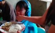 Video bón cơm cho con 13 tuổi chơi game được xem nhiều tuần qua