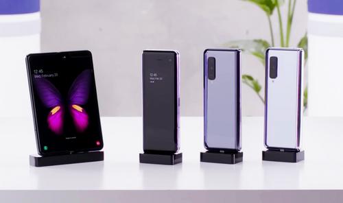 Giá smartphone gập có thể rẻ hơn trong tương lai. Ảnh: Samsung.