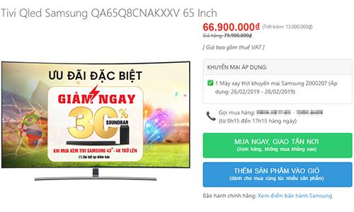 Một mẫu TV được giảm giá gần 15 triệu đồng, tặng thêm đồ gia dụng.