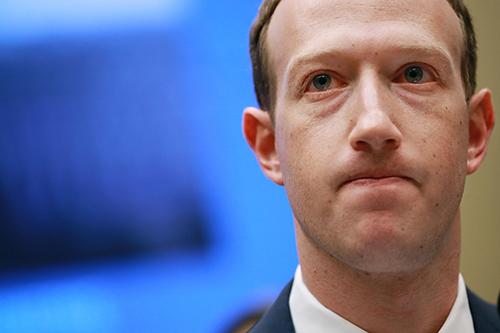 Mark Zuckerberg gián tiếp chỉ trích Apple khi nhà sản xuất iPhone đặt máy chủ ở Trung Quốc. Ảnh: Getty Images