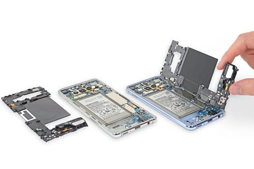 Galaxy S10 có cấu tạo phức tạp hơn do nhiều công nghệ mới. Ảnh: Ifixit.