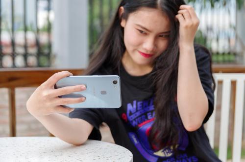 Selfie phổ biến và là tính năng quan trọng trên các smartphone hiện nay.