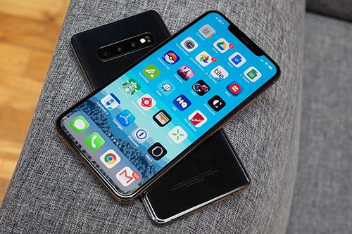 Apple có thể bổ sung công nghệ sạc không dây ngược cho iPhone mới. Ảnh: MobileSyrup