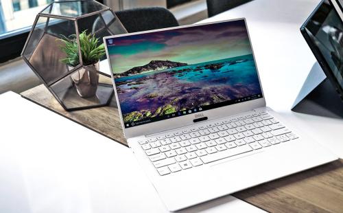 Dell XPS 13 9370 với công nghệ InfinityEgde cho đường viền mỏng hơn 23%, kích thước viền chỉ 4mm, tỷ lệ màn hình là 80.7% so với cơ thể.