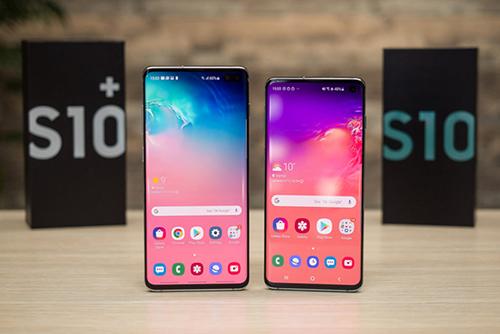 Samsung Galaxy S10+ (bên trái) và Galaxy S10 (bên phải).
