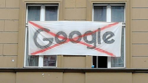 Biểu ngữ phản đối Google ở Berlin, Đức tháng 8/2018. Ảnh golem.de