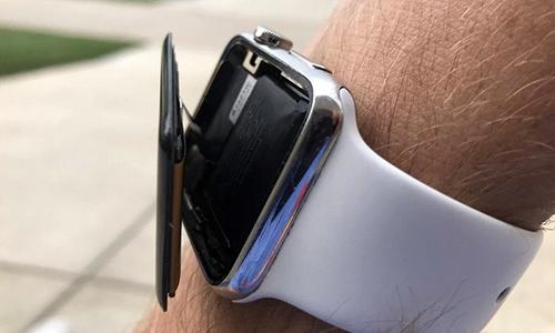 Một chiếc Apple Watch bị phồng pin, bong màn hình. Ảnh: MacRumors