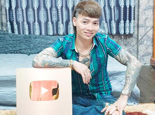 Ngô Bá Khá (Khá Bảnh) bị bắt ngày 1/4, bị YouTube khóa kênh ngày 3/4.