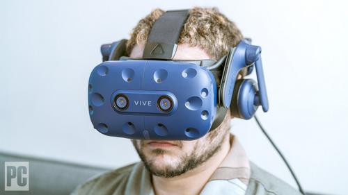 Kính thực tế ảo Vive có thể xem là tương lai của HTC. Ảnh: PCMag.