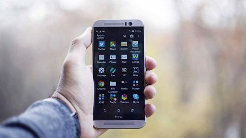 HTC One từng nhận nhiều lời khen từ chuyên gia lẫn người dùng. Ảnh: Slashgear.