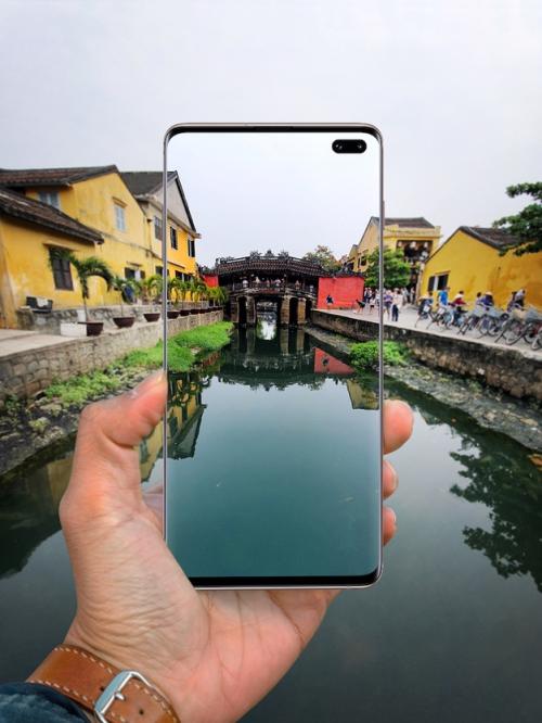 Cách thể hiện vẻ đẹp chùa Cầu khác biệt thông qua smartphone Samsung.