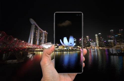 Sáng tạo ảnh thành phố đêm bằng cách để smartphone hòa lẫn vào môi trường xung quanh.