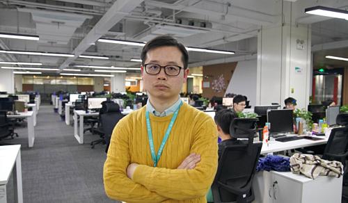 Zhi Heng, phụ trách bộ phận kiểm duyệt nội dung của nền tảng phát sóng trực tuyến Inke. Ảnh SCMP