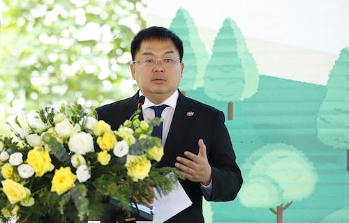 Ông Hoàng Nam Tiến chia sẻ tại lễ ký kết ngày 11/4.