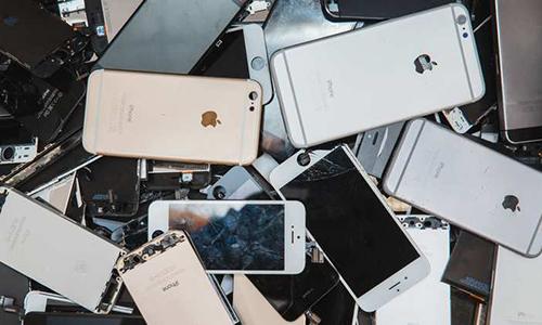 Hàng chục nghìn iPhone còn tốt phải bỏ đi mỗi năm