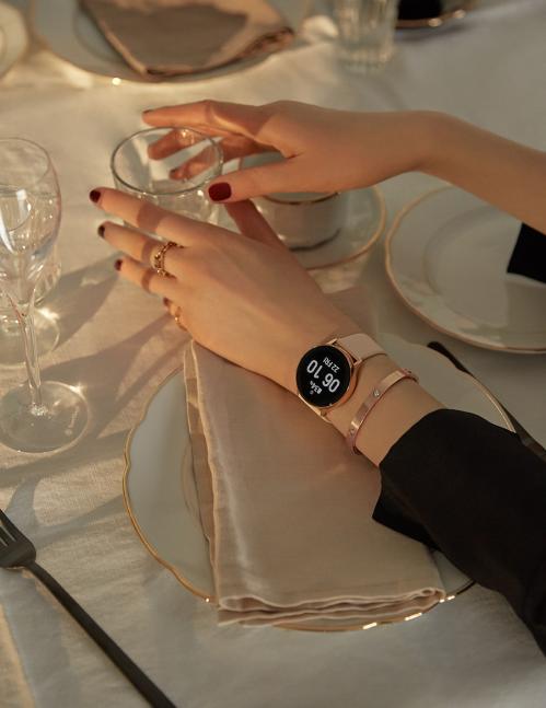 Galaxy Watch Active trở thành phụ kiện giúp người dùng khoẻ mạnh thể chất, giải tỏa tinh thần.