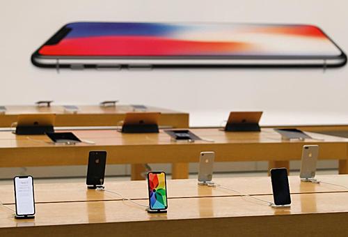 Mang tới nhiều lựa chọn hơn nhưng doanh số iPhone tiếp tục giảm mạnh.