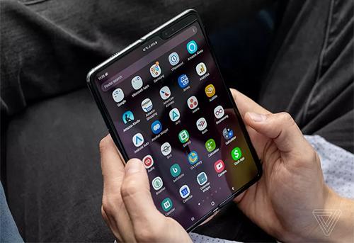 Samsung Galaxy Fold. Ảnh: Verge