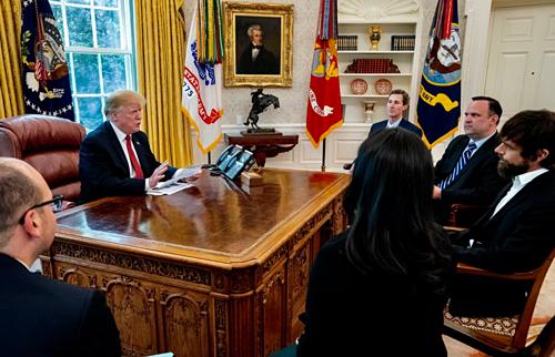 Hình ảnh buổi gặp mặt giữa tổng thống Mỹ và CEO Twitter.