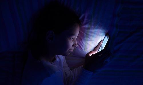 Trẻ em có thể gặp nguy hiểm khi thông tin bị thu thập trong quá trình sử dụng Internet. Ảnh: iStock