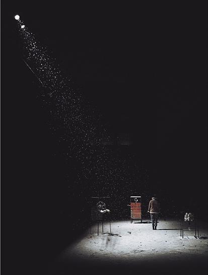 Tác phẩm Caught in a Beam of Light chụp bằng Huawei Mate 10 Pro mang về cho tác giả Michał Wesołek từ Ba Lan giải thưởng chung cuộc vào mùa giải 2018.