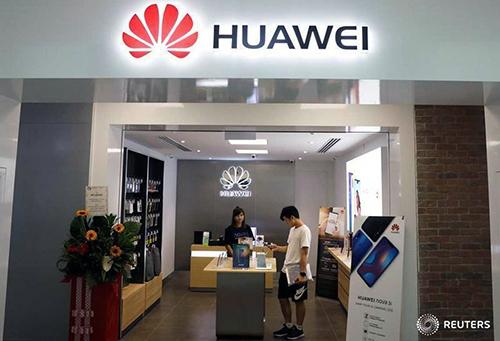 Một số cửa hàng ở Singapore và Philippines ngừng mua lại smartphone Huawei. Ảnh: Reuters