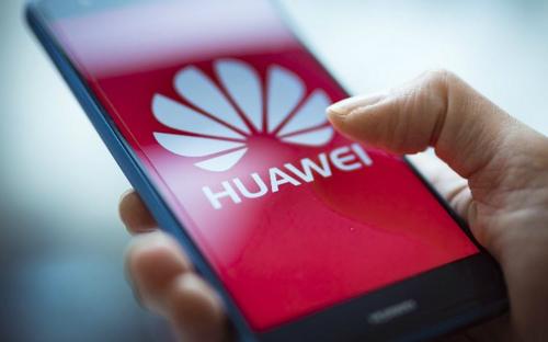 Smartphone Huawei trong tương lai có thể không còn sử dụng Android. Ảnh: CNN.