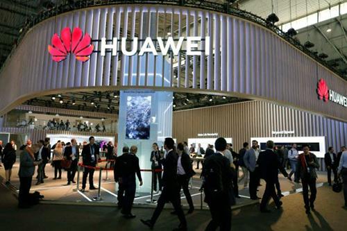 Huawei cho biết một số gói hàng gửi bằng FedEx bị chuyển hướng.