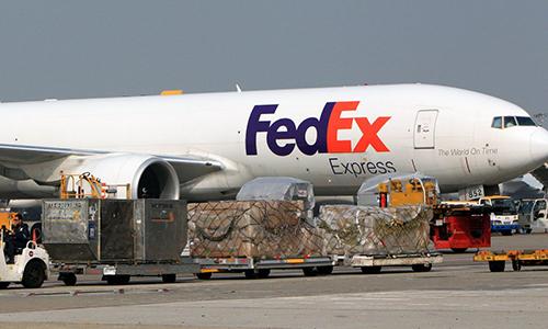 Một máy bay vận chuyển của FedEx. Ảnh: SCMP