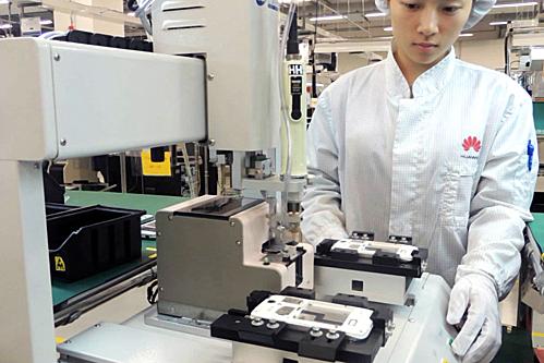 Huawei phải giảm lượng sản xuất smartphone dù trước lệnh cấm vận của Mỹ, họ là nhà sản xuất tăng trưởng mạnh nhất thị trường. Ảnh: Engadget